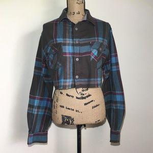 Tops - Plaid Cropped Long Sleeve Shirt